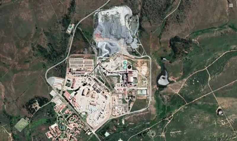 Mponeng gold mine and its surroundings